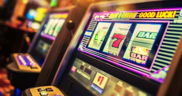 Tragaperras de un casino en tierra